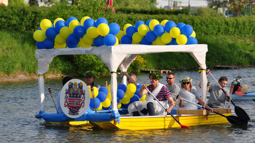 Košice, jazero, nezvyčajné plavidlo