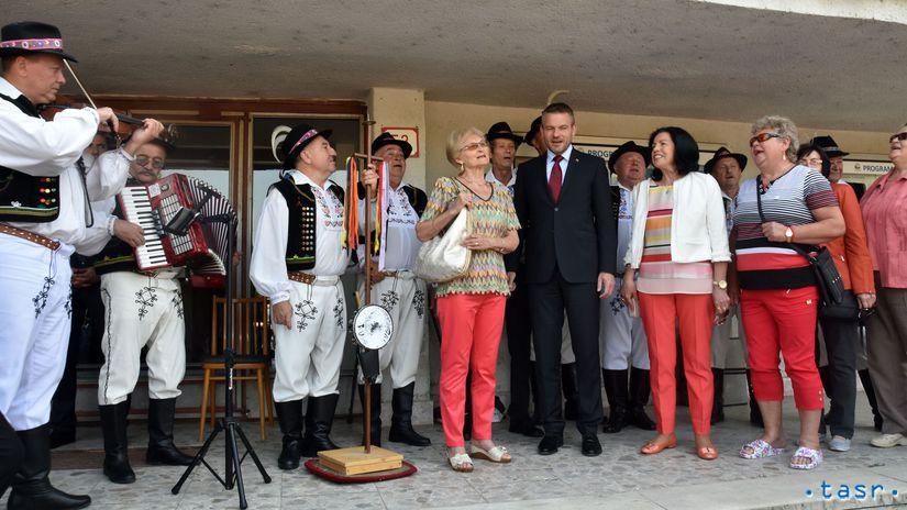 Trebišov, vláda, Pellegrini, folkloristi