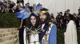 Dvojica Lana del Rey a Jared Leto v modeloch z dielne Gucci.
