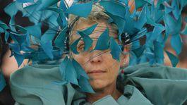 Herečka Frances McDormand a jej fascinátor, ktorý bol súčasťou kreácie Valentino Couture.