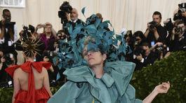 Herečka Frances McDormand v kreácii v kreácii Valentino Haute Couture.