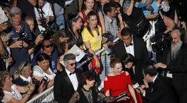 Herečka Julianne Moore rozdávala autogramy fanúšikom.