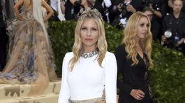 Herečka Sienna Miller prišla v šatách Louis Vuitton.