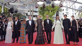 Lea Seydoux (v šatách Louis Vuitton), Andrey Zvyagintsev, Khadja Nin, Robert Guediguian, šéfka poroty Cate Blanchett (v róbe Armani Privé), Denis Villeneuve, Ava DuVernay, Chang Chen a Kristen Stewart (v kreácii Chanel).