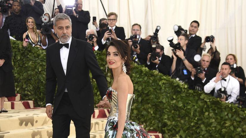 Právnička Amal Clooney v kreácii od Richarda...