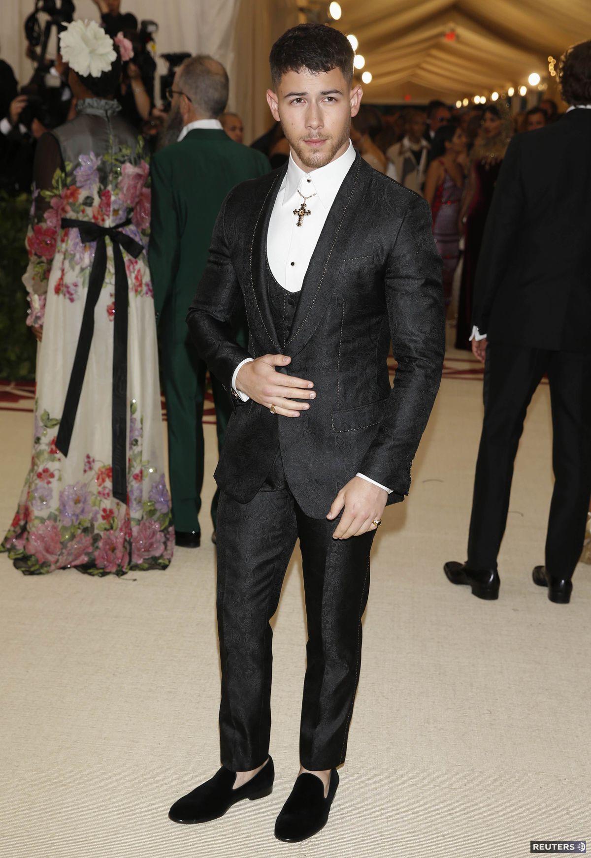 Spevák a herec Nick Jonas v kreácii Dolce &...