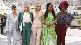 Zľava: Členky hlavnej festivalovej poroty na MFF Cannes - Kristen Stewart, Lea Seydoux, šéfka poroty Cate Blanchett a režisérka Ava Duvernay a Khadja Nin.