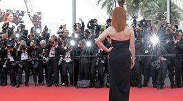 Herečka Julianne Moore pri pózovaní fotografom.
