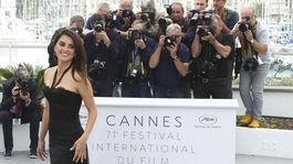 Herečka Penelope Cruz pózuje fotografom počas fototermínu k filmu Everybody Knows.