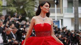 Modelka Catrinel Menghia, známa tiež ako Catrinel Marlon.