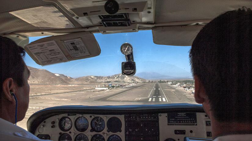 Peru, Nazca, lietadlo, piloti, pristávacia...