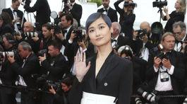 Speváčka Li Yuchun prišla na premiéru filmu Yomeddine.