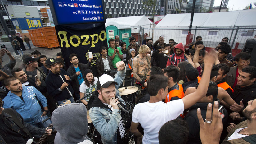 Členovia skupiny počas koncertu pre utečencov...