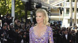 Celebrita Victoria Silvstedt pózuje fotografom v Cannes.