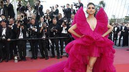 Herečka Deepika Padukone bola na červenom koberci neprehliadnuteľná.