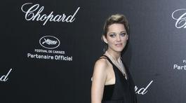 Herečka Marion Cotillard prichádza na akciu klenotníctva Chopard v Cannes.