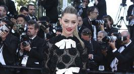Herečka Amber Heard v kreácii Giambattista Valli Haute Couture.