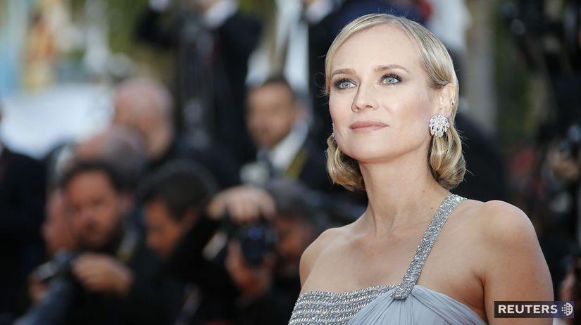 Očarujúca Diane Kruger prichádza na premiéru v...