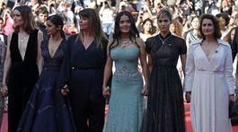 Salma Hayek (tretia sprava) a Sofia Boutella