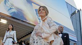 Tehotná Sylvie Tellier v kreácii Dior.