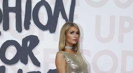 Boháčka Paris Hilton prišla tiež podporiť módnu charitu.