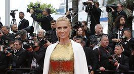 Herečka Judit Masco v zlatej kreácii.
