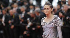 Herečka Kristen Stewart prišla v kreácii Chanel Haute Couture. Výsledok však neoslnil.