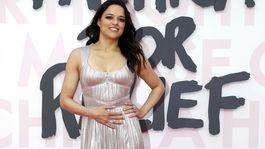 Herečka Michelle Rodriguez v kreácii J.Mendel.