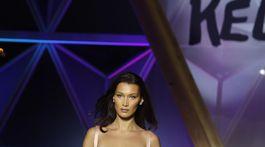 Modelka Bella Hadid sa zúčastnila na charitatívnej módnej prehliadke.