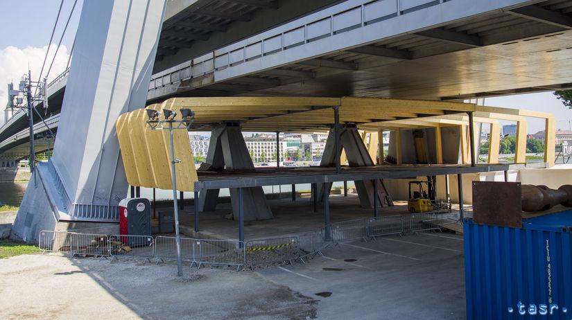 Most SNP stavba turistické centrum kritika