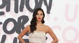 Portugalská modelka Sara Sampaio v kreácii Roberto Cavalli.