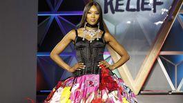 Topmodelka Naomi Campbell v kreácii Dolce & Gabbana.