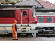 ZSSK, vlak, železnice, stanica, lokomotíva