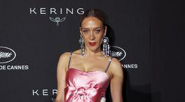 Herečka Chloe Sevigny prišla v kreácii Chanel Haute Couture.