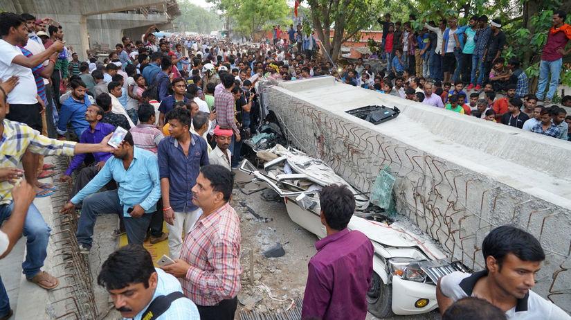 India nadjazd nedokončený pád mŕtvi