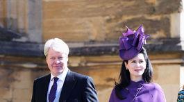 Charles Spencer a jeho manželka Karen Spencer prichádzajú na svadobný obrad.