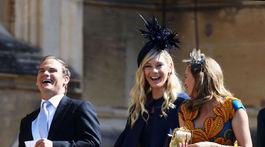Chelsy Davy (v strede), bývalá priateľka princa Harryho, dostala pozvanie na svadbu tiež.