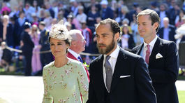 Pippa Middleton, jej brat James Middleton (v popredí) a jej manžel James Matthews.