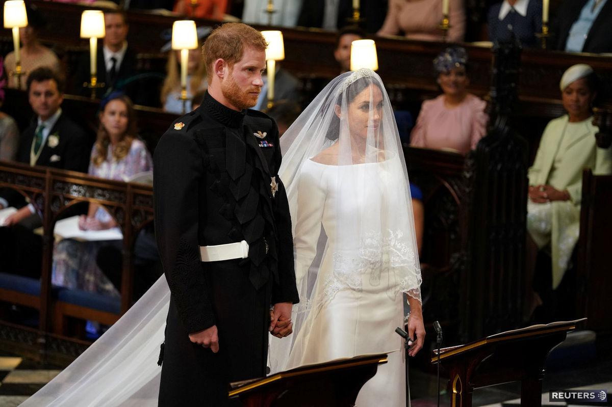 11d85f22d10d ... Princ Harry a Meghan Markle pred oltárom.