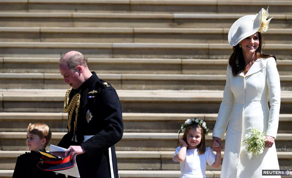 b84345537afa Princ William a vojvodkyňa Kate spolu s ich deťmi na svadbe princa Harryho  s Meghan Markleovou ...