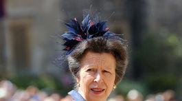 Princezná Anna prichádza na svadobný obrad.