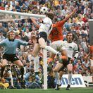 SERIÁL: Keď Cruyff obral Adidas o pásik. A Nemci boli zrelí do blázinca