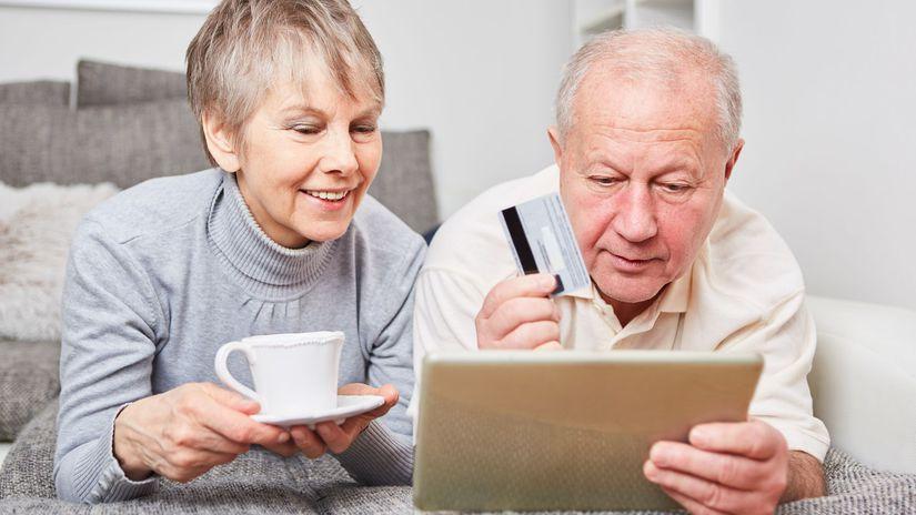 dôchodcovia, manželia, seniori, platobná karta,...