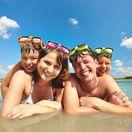 dovolenka, rodina, more, kúpanie, leto, teplo, horúčava, plávanie, jazero, kúpalisko, kúpanie, potápačské okuliare, cestovanie, oddych, relax,