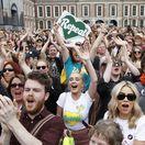 Írsky premiér hovorí o revolúcii, odporcovia práva na potraty o tragédii