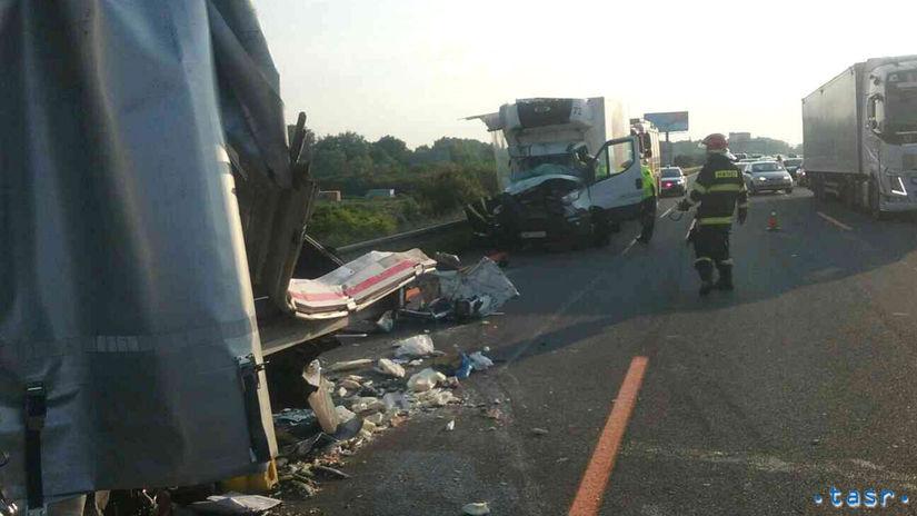 SR Senec Bratislava HaZZ nehoda kamióny dodávka...