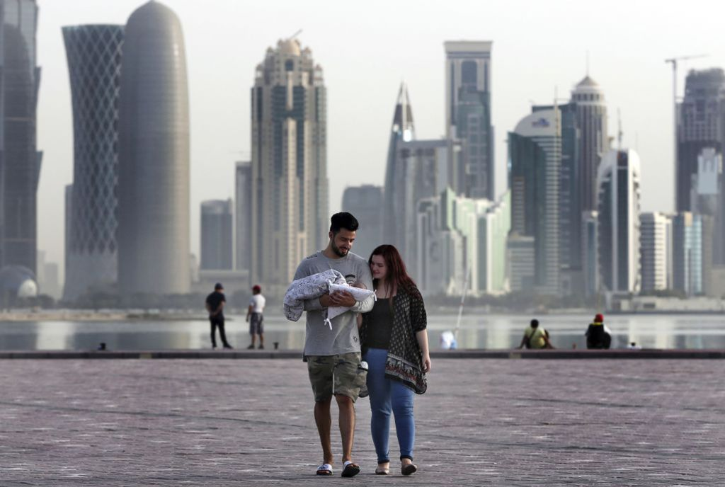Katar, Dauha, bábätko, rodičia, mrakodrapy, mesto