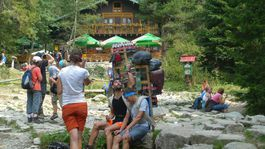 Nosiči, šerpovia, Vysoké Tatry, náklad, Zamkovského chata, turistika, horsky nosic, vynaska,