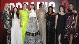 Herečky Cate Blanchett, Awkwafina, Sarah Paulson, Anne Hathaway, Sandra Bullock, Mindy Kaling, Helena Bonham Carter, a Rihanna na premiére filmu Debbina 8