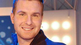 Spevák Martin Kelecsényi na zábere z roku 2004 počas prvého ročníka speváckej šou Superstar.